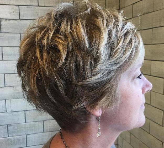 10 coiffures courtes chics et simples pour les femmes de plus de 2 1