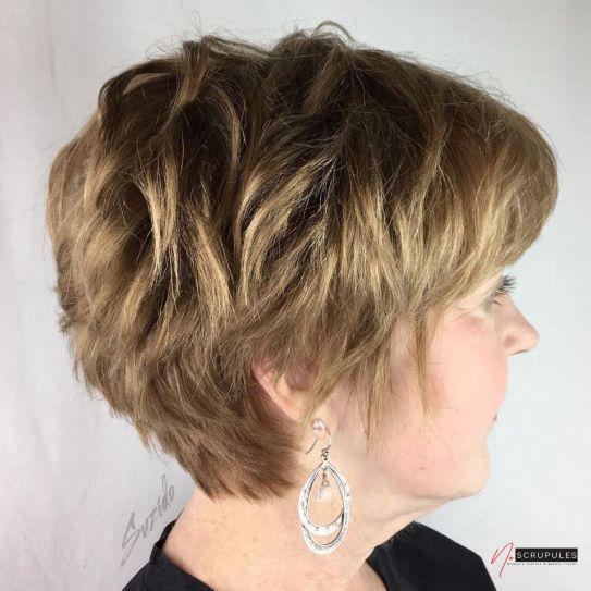 10 coiffures courtes chics et simples pour les femmes de plus de 20 1