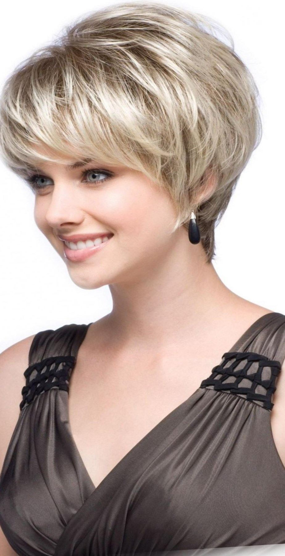 Beau Coupe Cheveux Blancs Courts Femme 60 Ans – Coloration