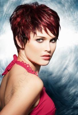 coiffure courte meche rouge   Cheveux courts fins