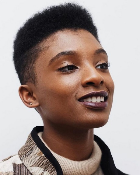 Coupe cheveux court femme afro