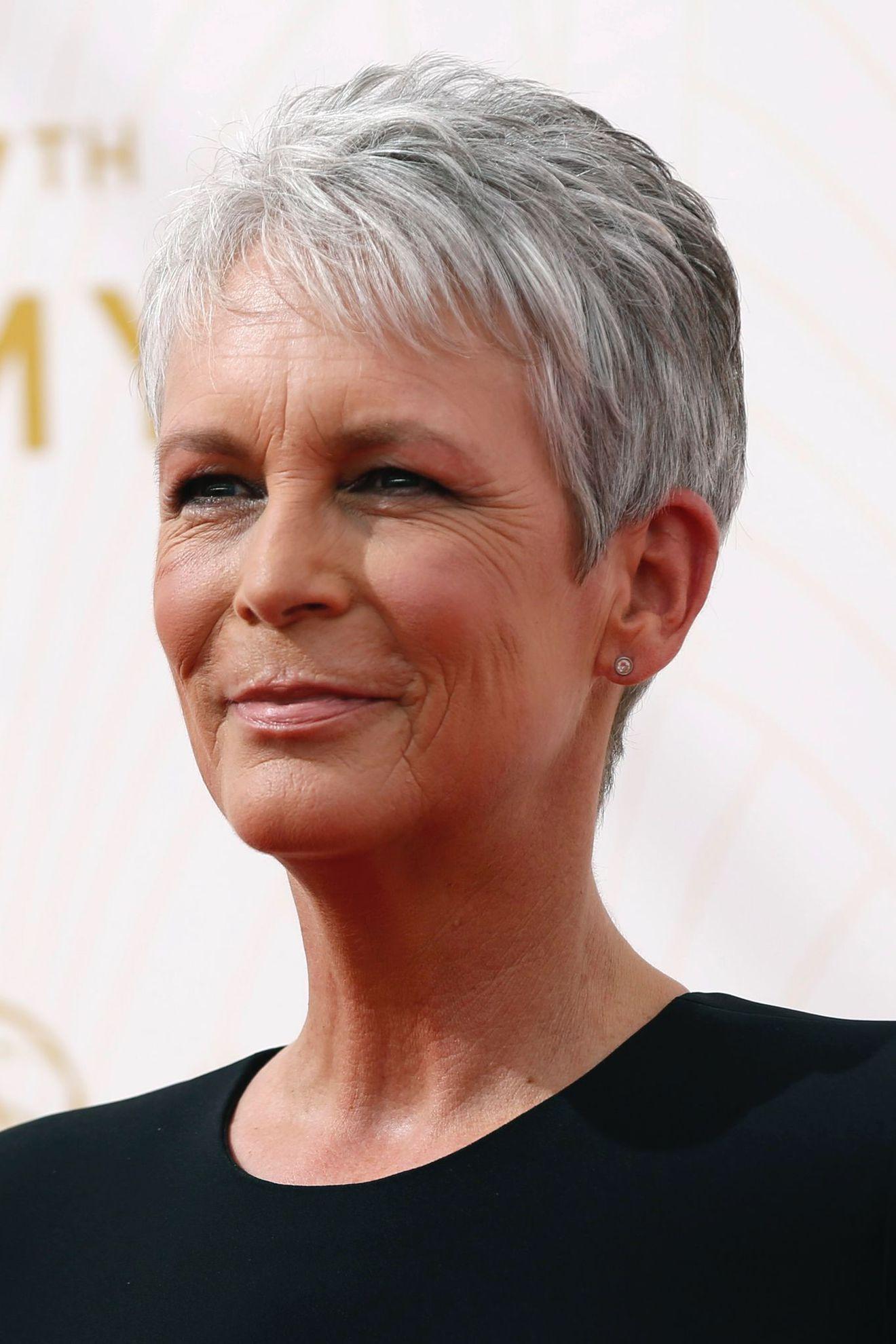 Coupe cheveux gris femme 60 ans
