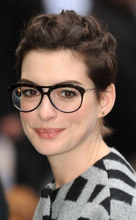 coupe courte pour femme a lunettes