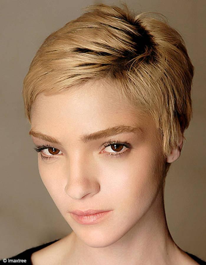 coupe de cheveux femme court sans frange