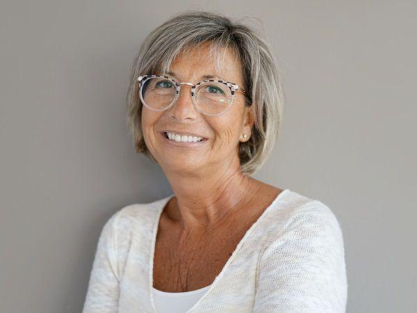 coiffure courte pour femme 60 ans visage rond