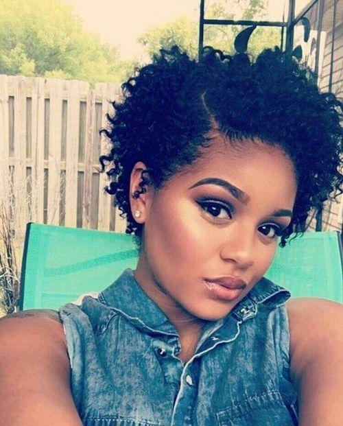 Modèles de coiffure coupe courte femme afro