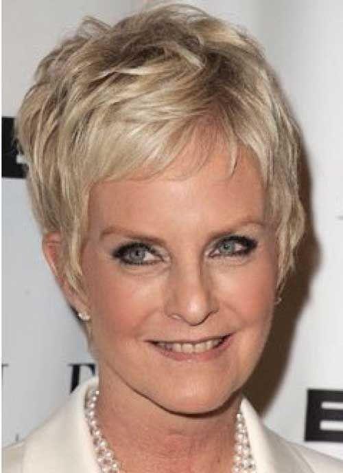 coiffure courte pour femme agée