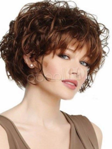 coiffure courte frisee femme